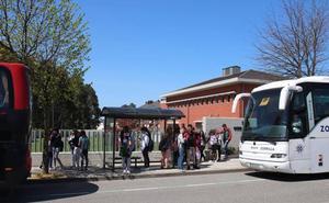 La plataforma de padres de estudiantes de Castro busca un transporte directo a la UPV