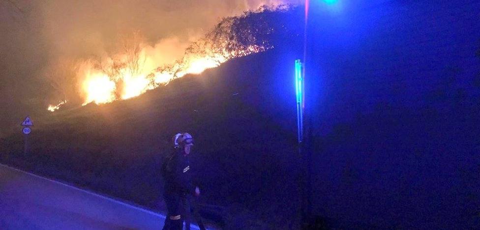 Rachas de viento de 98 kilómetros y un incendio en Peña Cabarga