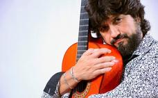 Chicuelo:«La guitarra me colma y no me importa vivir a la sombra del cantaor»