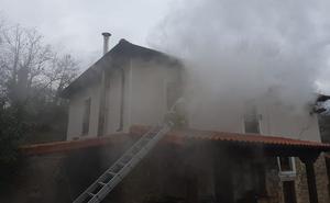 Un incendio provoca daños materiales en una casa del pueblo de San Mateo, en Los Corrales