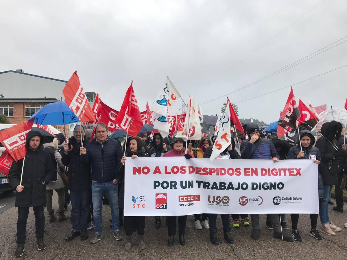 Los trabajadores de Digitex se concentran por el despido de 13 compañeros