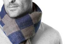 Hombres con estilo y sin frío gracias a la colección de bufandas de Antonio Miró
