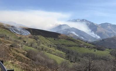 Aún permanecen activos 21 incendios en zonas altas del interior de Cantabria