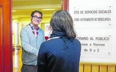 Servicios Sociales resuelve 64 ayudas de las 800 registradas para pagar luz y agua