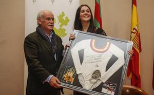 La excampeona del mundo María Pardo recibe el premio 'Torrelaveguense ilustre'