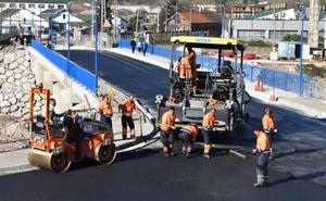 El puente que une Los Corrales y San Felices se abrirá al tráfico el sábado