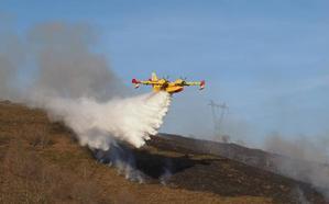 Los alcaldes, «impotentes» ante los incendios, exigen soluciones ya