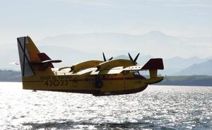 Así trabajan los hidroaviones enviados a Cantabria