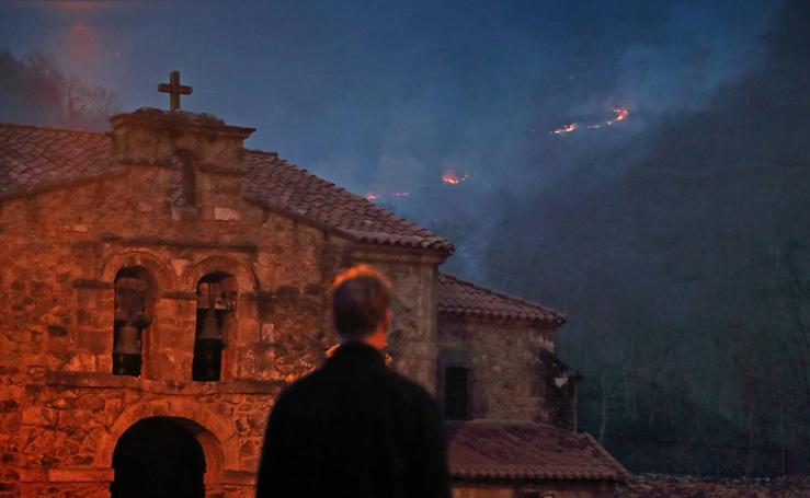 Los incendios de Cabuérniga vistos desde los pueblos de Fresneda, Saja y Viaña