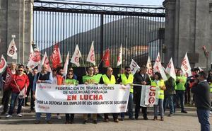 Los vigilantes de El Dueso denuncian que Interior quiere retirar la seguridad privada alrededor de las cárceles