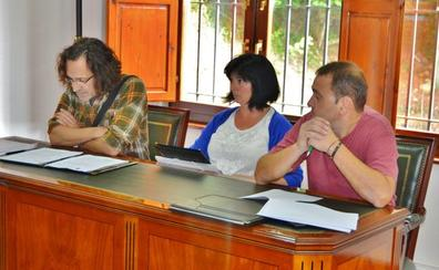 Los dos ediles del Grupo Municipal Zieza entregan sus actas de concejales