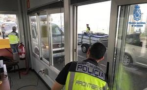 Detenidos dos 'pasadores' tratando de embarcar a una pareja albanesa en el ferri a Cork