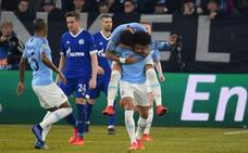 El City resucita con diez para evitar un patinazo ante el Schalke