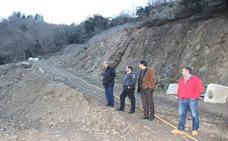 Mazón visita varias obras de infraestructuras en Liébana