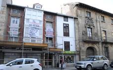 Los vecinos de Reinosa desalojados de sus casas piden el apoyo del PSOE