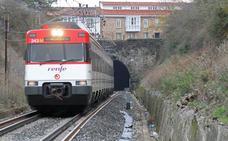 Fomento pidió a Renfe que redujera a uno el número de trenes de Cantabria a Cataluña