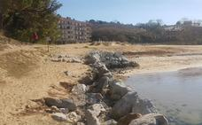 San Vicente de la Barquera pide a Costas medidas para proteger la playa del Tostadero