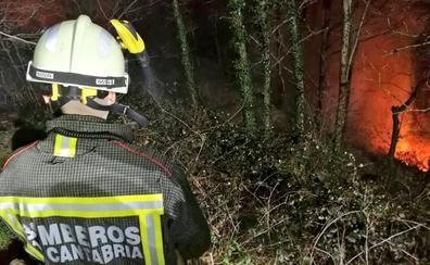 Se mantienen activos en Cantabria tres incendios en Vega de Pas, Cillorigo de Liébana y Arenas de Iguña
