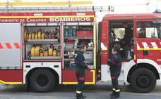 El jefe de los bomberos de Camargo se querella contra la alcaldesa y ocho concejales