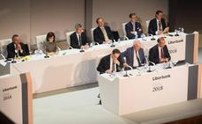 Liberbank obvia a Abanca mientras la CNMV afea a la firma gallega las formas de su OPA