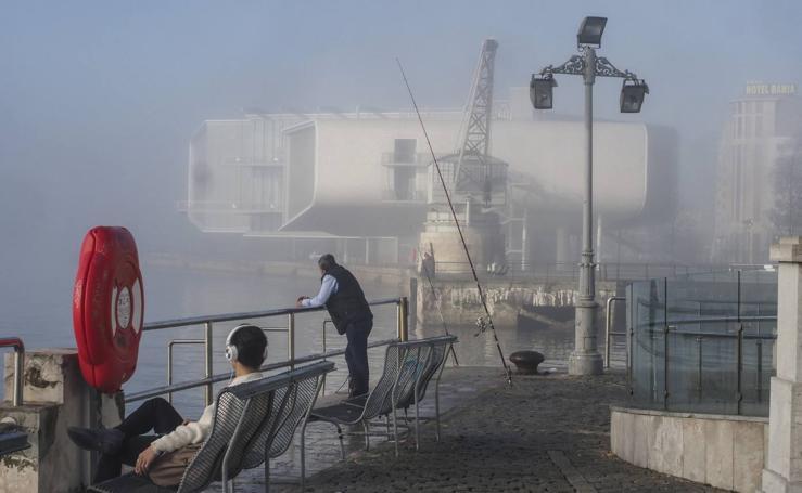 Santander amanece tapada por la niebla