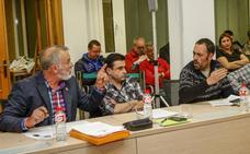 El Pleno de Torrelavega aprueba municipalizar el servicio de basuras en un tenso debate