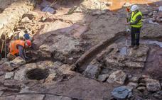Monedas y balas, primeros hallazgos de la excavación junto a la catedral