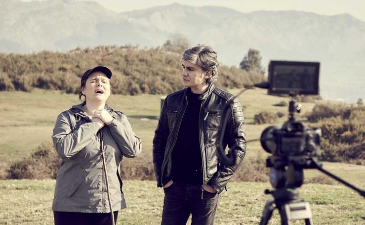 Nando Agüeros hace un cameo de sí mismo en la serie cántabra 'Cuando el río suena'