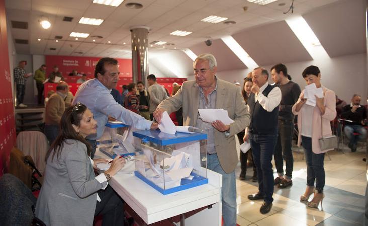 Los socialistas votan los nombres para configurar la lista de Santander