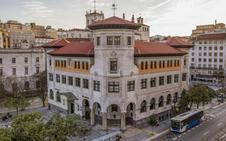 El Ministerio de Turismo estudia rehabilitar el edificio de Correos para construir un parador
