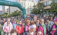 Más de 2.000 personas de marcha contra el cáncer por las calles de Torrelavega