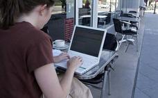 La inclusión digital empodera a las mujeres, pero no mejora su posición laboral