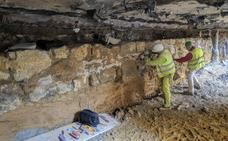 Santander trabaja en la recuperación de la muralla medieval bajo el edificio La Paz