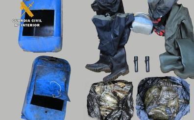 Denunciados dos furtivos, vecinos de Santander, tras ser sorprendidos pescando cachón y lenguado en Elechas