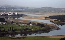 Colectivos cántabros liberarán de 'basuraleza' el arroyo de Sámano y la ría del Pas