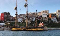 Una réplica de una fragata imperial rusa atraca en Santander