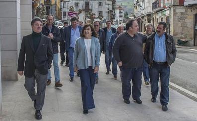 Buruaga diseña un plan para combatir la despoblación en los valles pasiegos