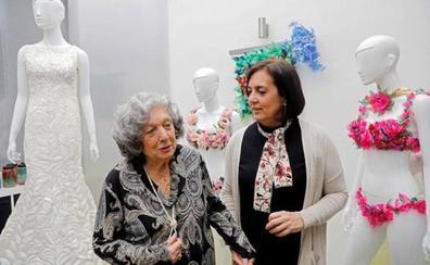 Una artista recrea el vestido de Cristina Pedroche de las últimas Campanadas con material reciclado