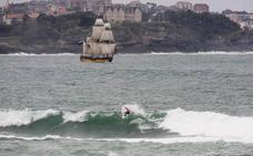 Dieciséis valientes cabalgan la ola de Santa Marina