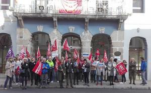 Trabajadores del Ayuntamiento de El Astillero se echan a la calle