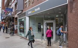 Liberbank cierra tres oficinas en Santander y otra en Campuzano