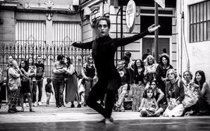 La calle del Sol recibe la primavera con música, teatro, cine y literatura