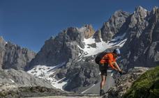 Los montañeros exigen que el Plan de Picos apruebe un acceso a pie sin restricciones