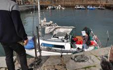 Aparece un velero francés a la deriva y sin tripulante frente a la costa de Comillas