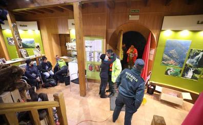 Rescatados los 25 senderistas gallegos sorprendidos por la dureza de la ruta que realizaban en el Saja
