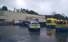Cinco trabajadores, intoxicados leves tras un incendio en una fábrica de Castro Urdiales