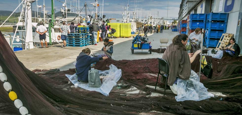 Las rederas cuentan ya con una nave acondicionada en el puerto de Santoña