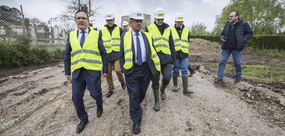 Revilla anima a Vidal de la Peña a entrar en política para promover «su región idílica»