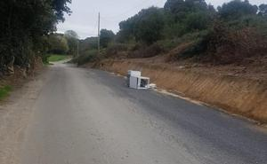 Arnuero advierte sobre la aparición de residuos abandondos en la vía pública