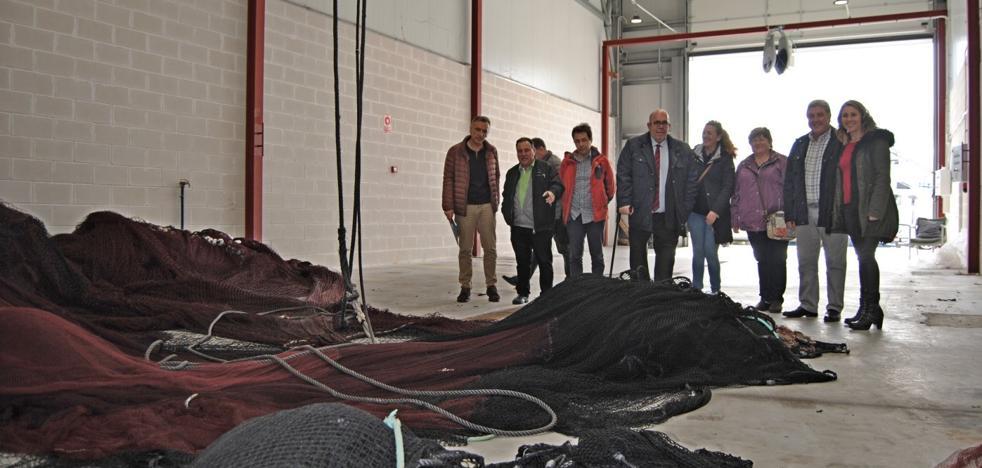 Las rederas de Santoña cuentan con una nueva nave para coser en mejores condiciones